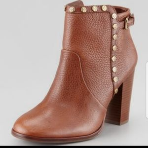 Tori Burch Mae Brown Tumbled Leather Booties 😍